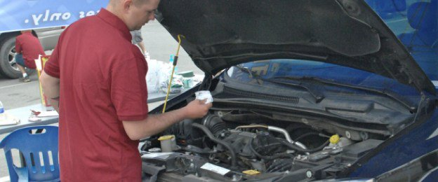 auto-repair-tempe-customer-car